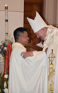 Father_Huy_Tran_and_bishop_news_website